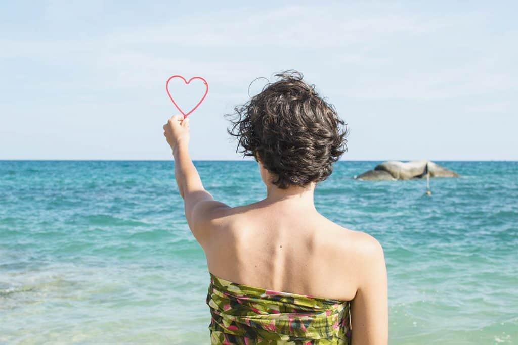 Sarong como pareo en la playa