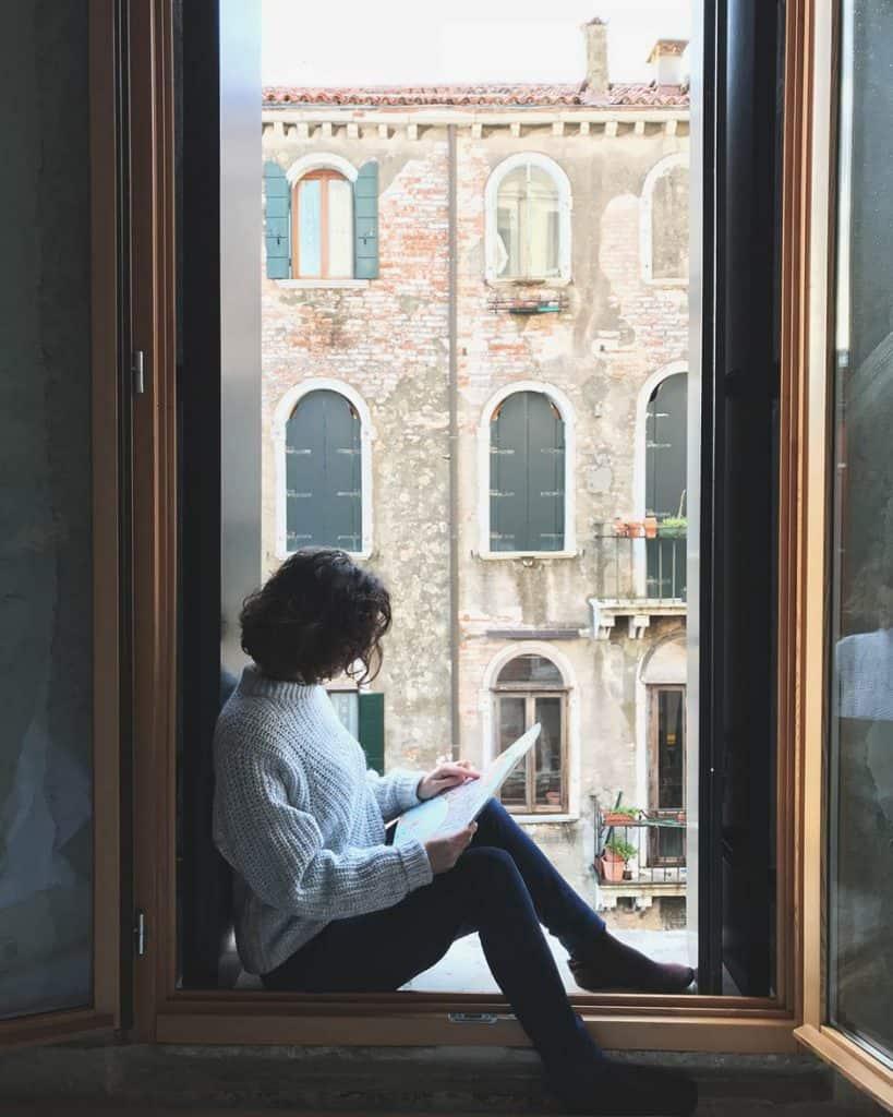 Viajar sola es fácil. Consulta cómo en https://latravelista.com/viajar-sola/
