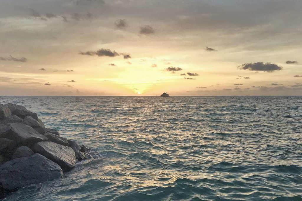Viajar a Maldivas: Atardecer en Gulhi
