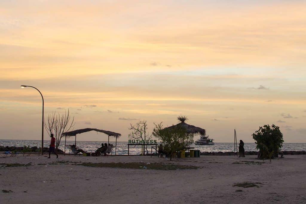 Atardecer en Gulhi: qué isla escoger en Maldivas