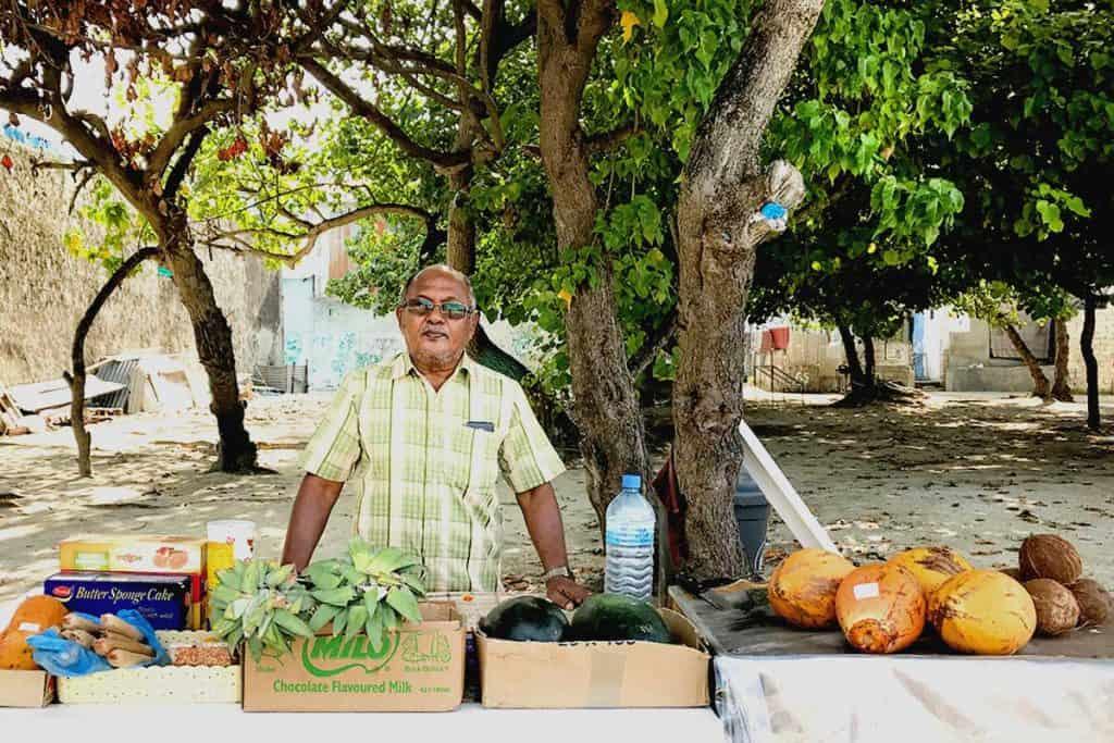 Venta de fruta en Guhli, isla local de Maldivas