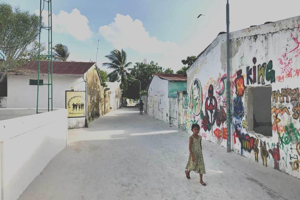 Viajar a Maldivas : ¿Vale la pena visitar una ilsa local?