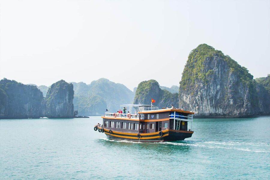 Si vas a viajar a Vietnam, Ha Long Bay debería estar en tu lista