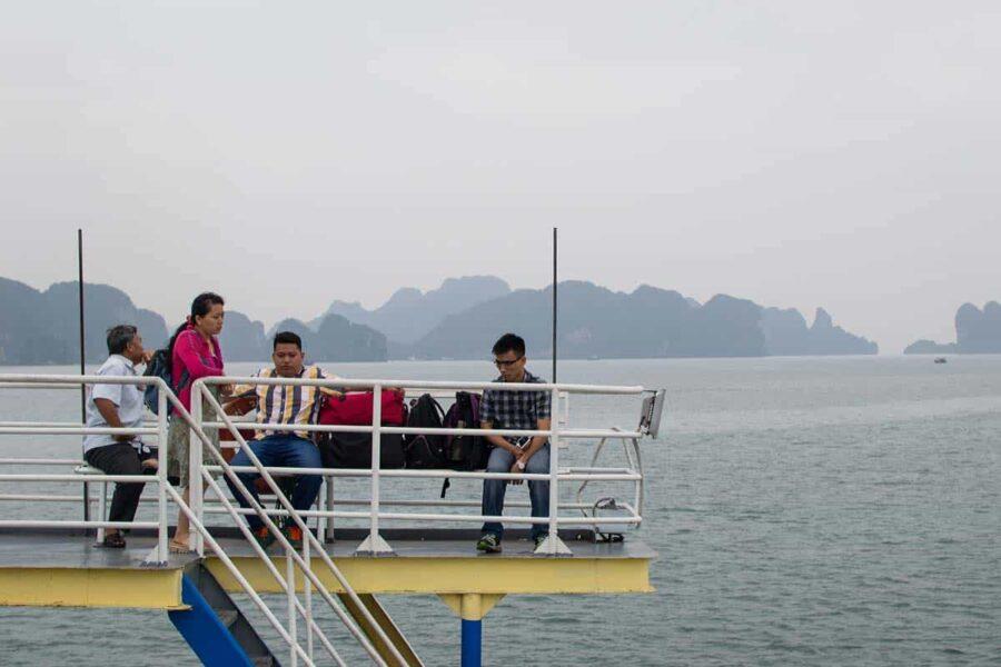 inicio de las vistas desde el ferry a Cat Ba