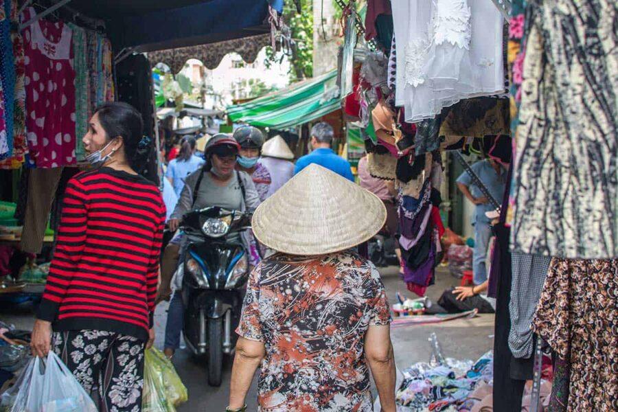 Visita el mercado local en Vietnam