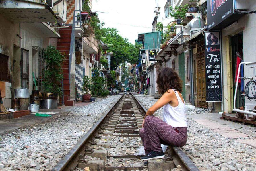 Fotografíate en las vías del tren en Hanoi