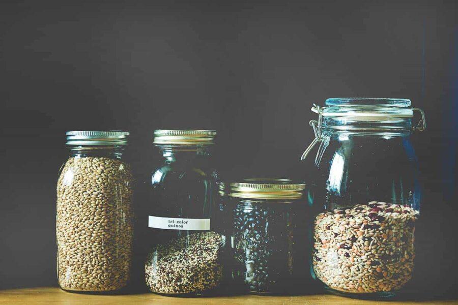 Comida almacenada en tarros de cristal