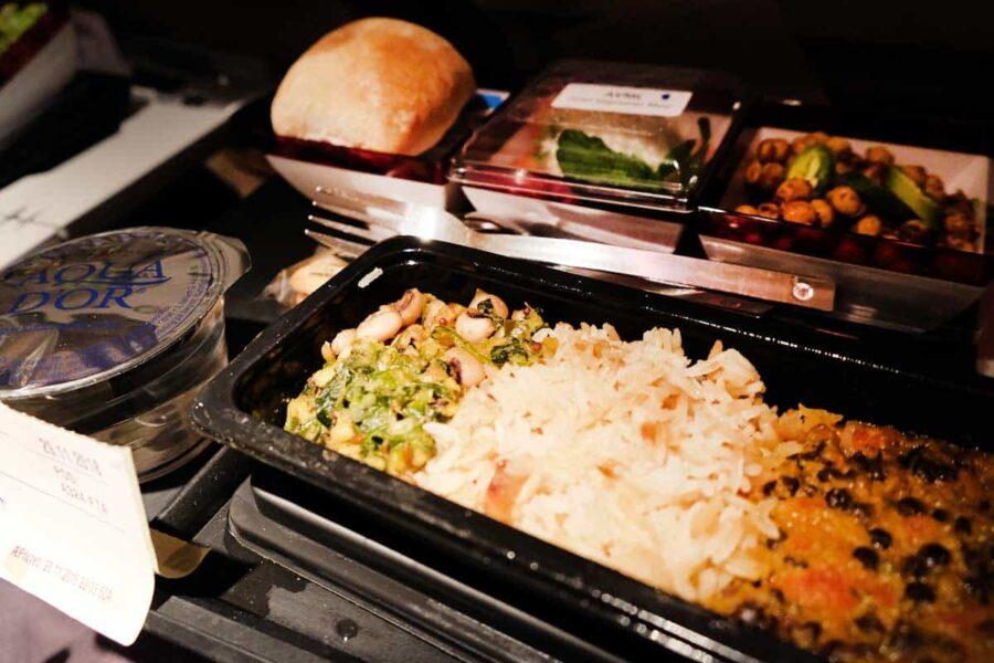 Pedir comida en el avión con kiwi buscador vuelos