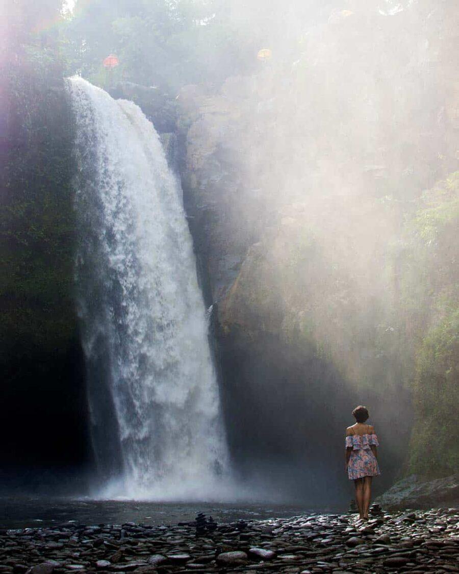 Sentirse sola viajando sola: cómo superarlo