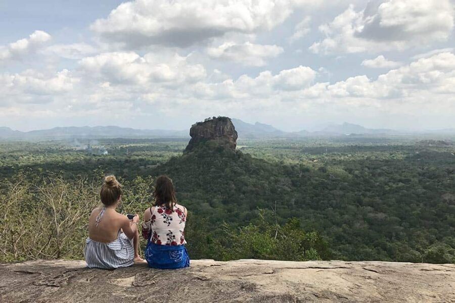 Vistas de la Ella Rock desde Sirigirya