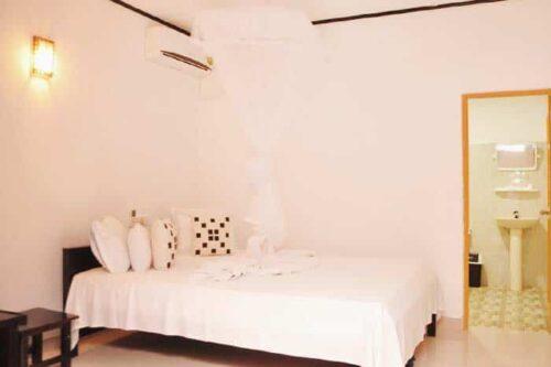Habitación simple y barata en Sri LankaSigiri Rock Side
