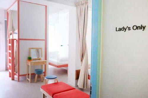 Habitación solamente para chicas en un hostal