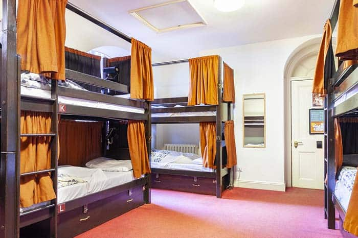 Dormitorios-del-hostal-Plamers-lodge