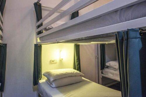 Habitaciones compartidas del hostal Safestay Gótico en Barcelona.
