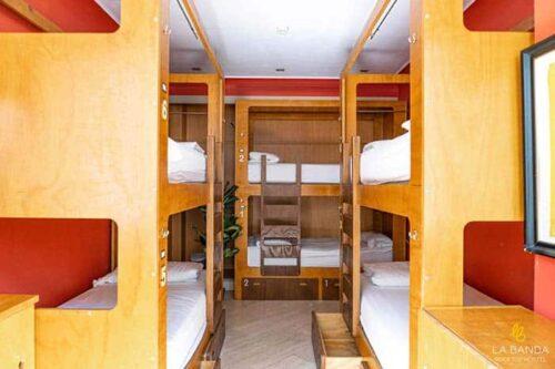 Dormitorios-la-banda-rooftoop-hostel-en-sevilla.