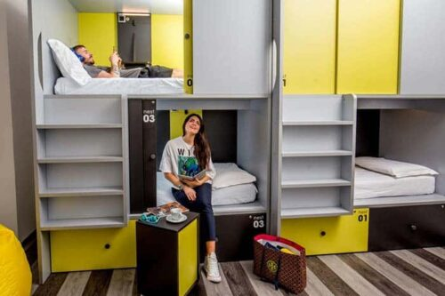 Free hostels, dormitorio tipo cápsula