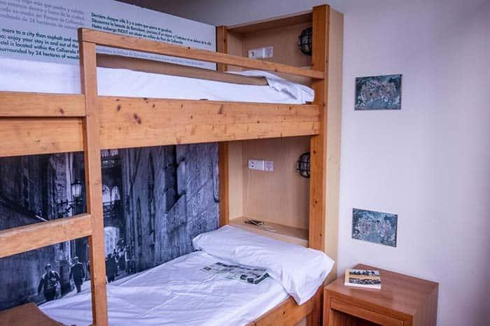 Dormitorios de In&out Hostel en Barcelona.