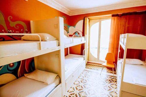 Dormitorios del hostal The Red Nest, Valencia, España.