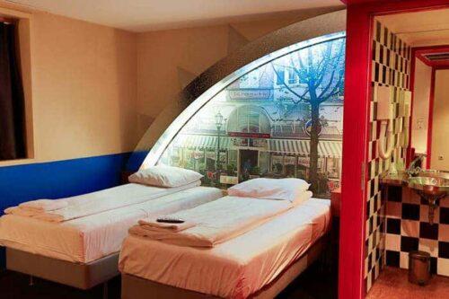 habitacion del hostal bulldog, Amsterdam.