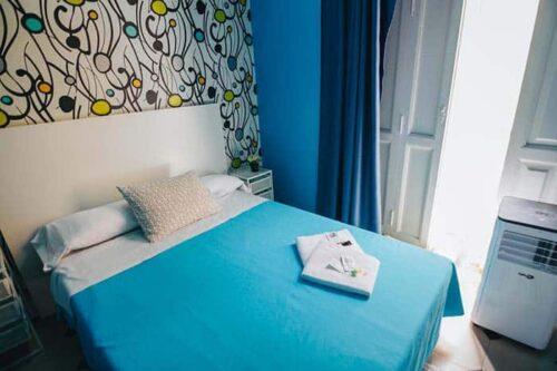 Habitaciones privadas del hostal Red Nest en Valencia, España.