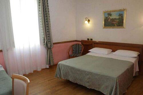 Santa Prassede, habitación simple en Roma