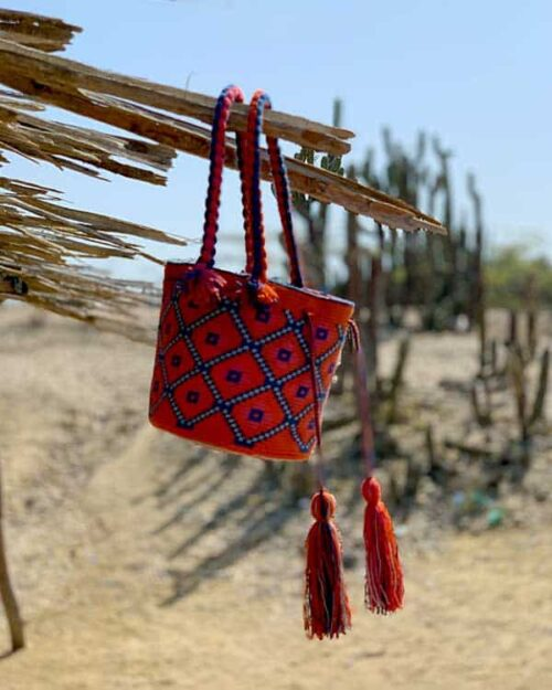 Mochila wayuú en el desierto de la Guajira