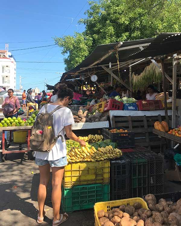 Comprando en el mercado de Riohacha, Colombia