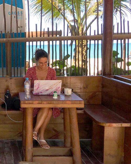 Trabajar desde la playa siendo nómada digital