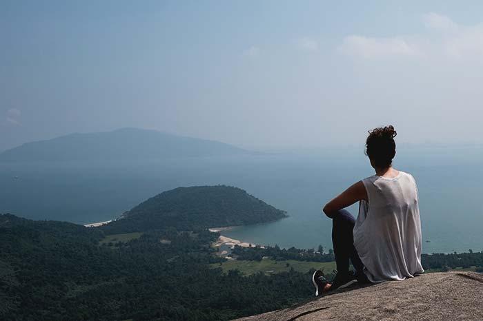 Contemplando las montañas